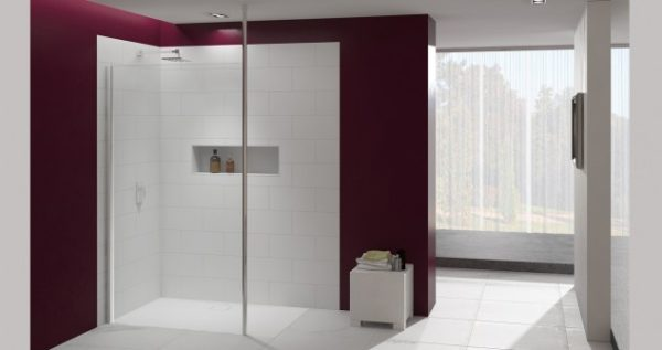 Merlyn showerwall with vertical post